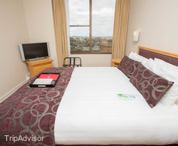 The Waterview One Bedroom Suite at the Rydges North Sydney