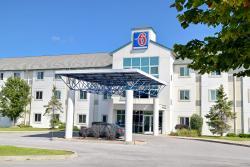 Motel 6 Whitby
