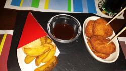 Nuggets de la Carmen y patatas gajo.