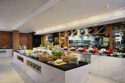 Momo Cafe at Courtyard by Marriott Bangkok