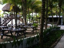 outside dining beach side