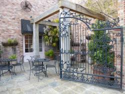 Ruby's Restaurant & Courtyard
