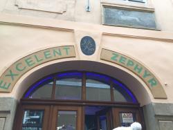 Zephyr Excelent Urban Pub & Club