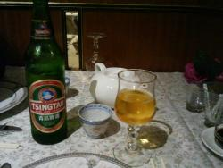 Китайские напитки - чай и пиво  (вполне приличное)