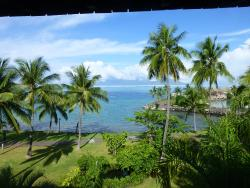 View from our balcony with Mo'orea in background.