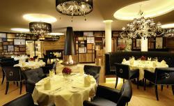 """Panorama-Restaurant """"Der Runde Saal"""" in der Krone von Lech am Arlberg"""