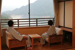 客室から山と湖を一望できます