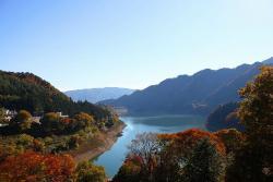 紅葉の赤谷湖