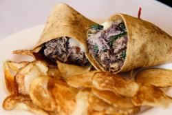 Pulled pork wrap with chips