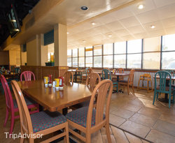 Sharky & Jacks Bar & Grill at the BEST WESTERN Orlando Gateway Hotel