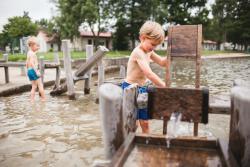 Wasser-Matsch-Spielplatz im Freibad