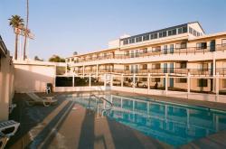 Edgewater Inn & Suites