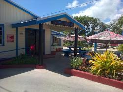 Hoodees Sports Bar and Restaurant
