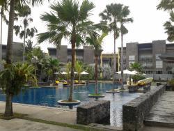 kolam renang hotel dengan atmosfir yang luar biasa