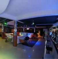 Brizz Lounge & Bar