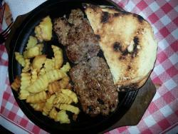Crostini, ciabatta e salsiccia con patate