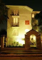 Meridiano Sur, Petit Hotel