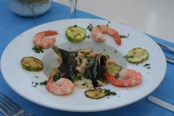 CASANOVA: giants ravioli filled with shripms, with zucchini, cream and saffron