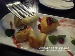 Deep-Fried Camembert , Cranberry jelly