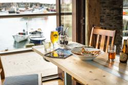 Sharksfin Bar & Restaurant