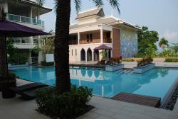 First floor pool ( very quiet !! )