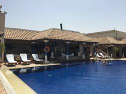 Waves Pool Bar at JW Marriott Hotel Dubai