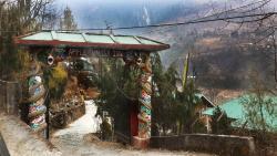 Apple Valley Inn Lachung Entrance