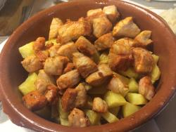 Raxo con patatas (está adobado) para gustos...