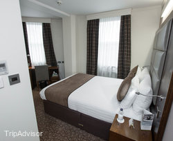The Standard Double Room with Street View at the Mercure London Paddington Hotel