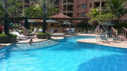 Vista da piscina para o bar