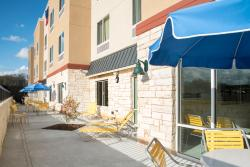 Outdoor Patio for relaxing at your Fairfield Inn & Suites Hotel by Marriott in Fredericksburg, T