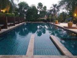 Quarter Hotel, Pai- the pool