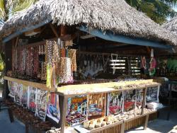 petit kiosque d'artisanat à la marina