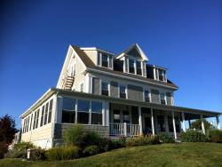 Sensational Topside Inn at Boothbay Harbor in Maine