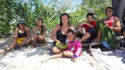 Sympatique famille cubaine a l'extrémité de la plage