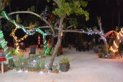 Sân vườn phía trước khách sạn