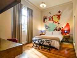 Sacha Mistol Art Hotel