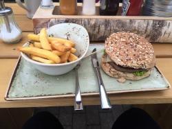 HANS IM GLUECK Burgergrill & Bar