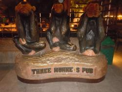 ‪Three Monkeys Pub‬
