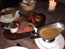 Блюдо из дичи на двоих, из мяса оленя и лося.