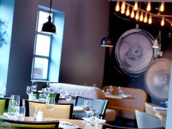 You can savour breakfast, lunch or an evening steak at bright, contemporary Terrace restaurant.