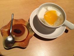 飯後甜品 左:布丁😋😋😋. 右:杏仁豆腐(口感得意,但味道一般)