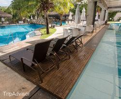 The Pool at the BEST WESTERN Suites Le Jardin Caldas Novas