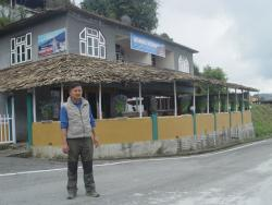 tathagata kitchen with the owner Rinzing Bhutia - the view from the road