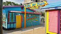 One of several beach bars in Placencia Village (131949859)