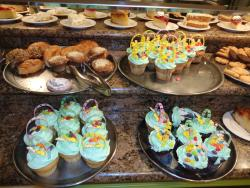 Easter Sunday Cupcakes - Nice touch!