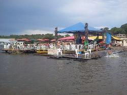 Flutuante Maloca Amazonia