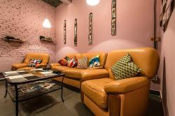 Lounge Cafe Dejavu Rooms
