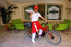 Il nostro maestro pizzaiolo sulla ebike Moto Galloni per le consegne