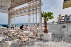 Bambú Beach Bar - Terrace / Terraza